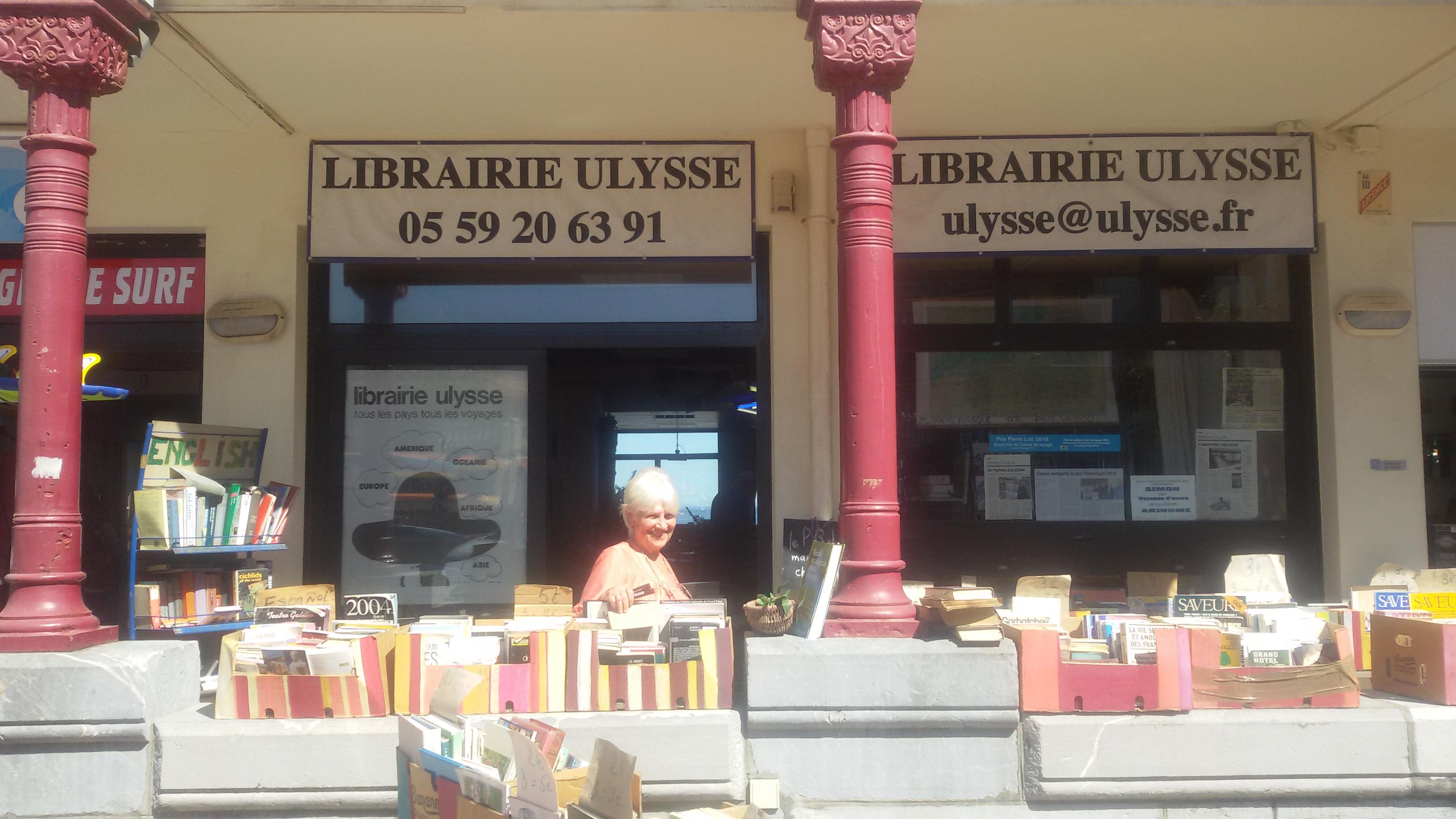 Catherine Domain en su librería Ulysse en Hendaya