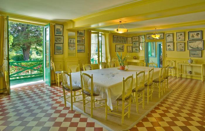 Comedor de la casa de Claude Monet en Giverny. Foto © Fondation Claude Monet – Giverny
