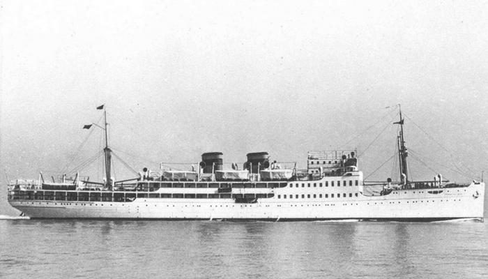 el crucero Ciudad de Cádiz. Foto: publicada en El sueño de una generación: el crucero universitario por el Mediterráneo de 1933 (2006)