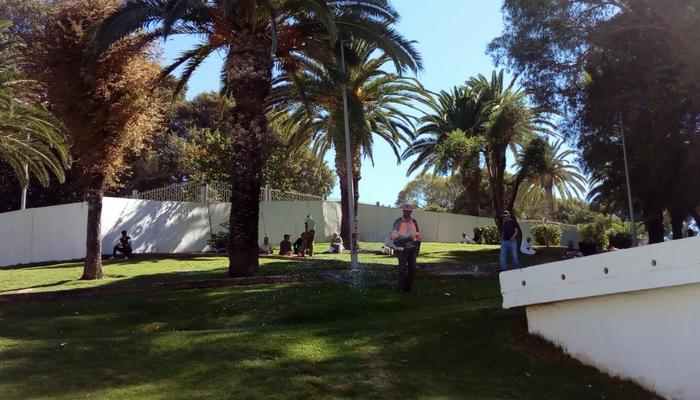 Parque para descansar bajo las sombras, en la Medina