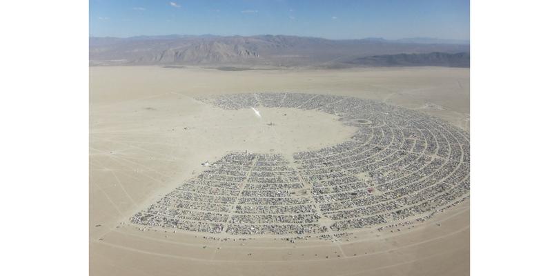 Vista aérea del campamento Burning Man. Foto: WKHarmon