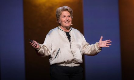 Sandi Toksvig, la gran comedianta que se toma la política muy en serio