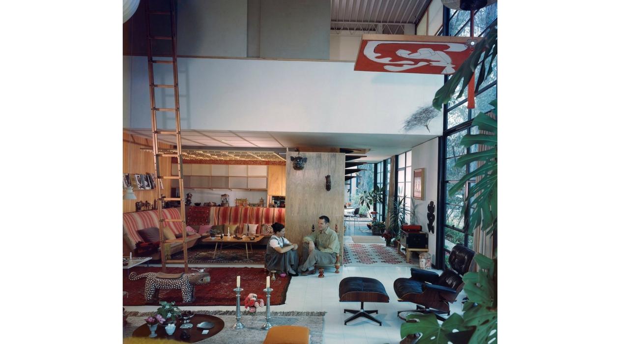 An Eames Celebration. Charles y Ray en el salón de su casa, 1958