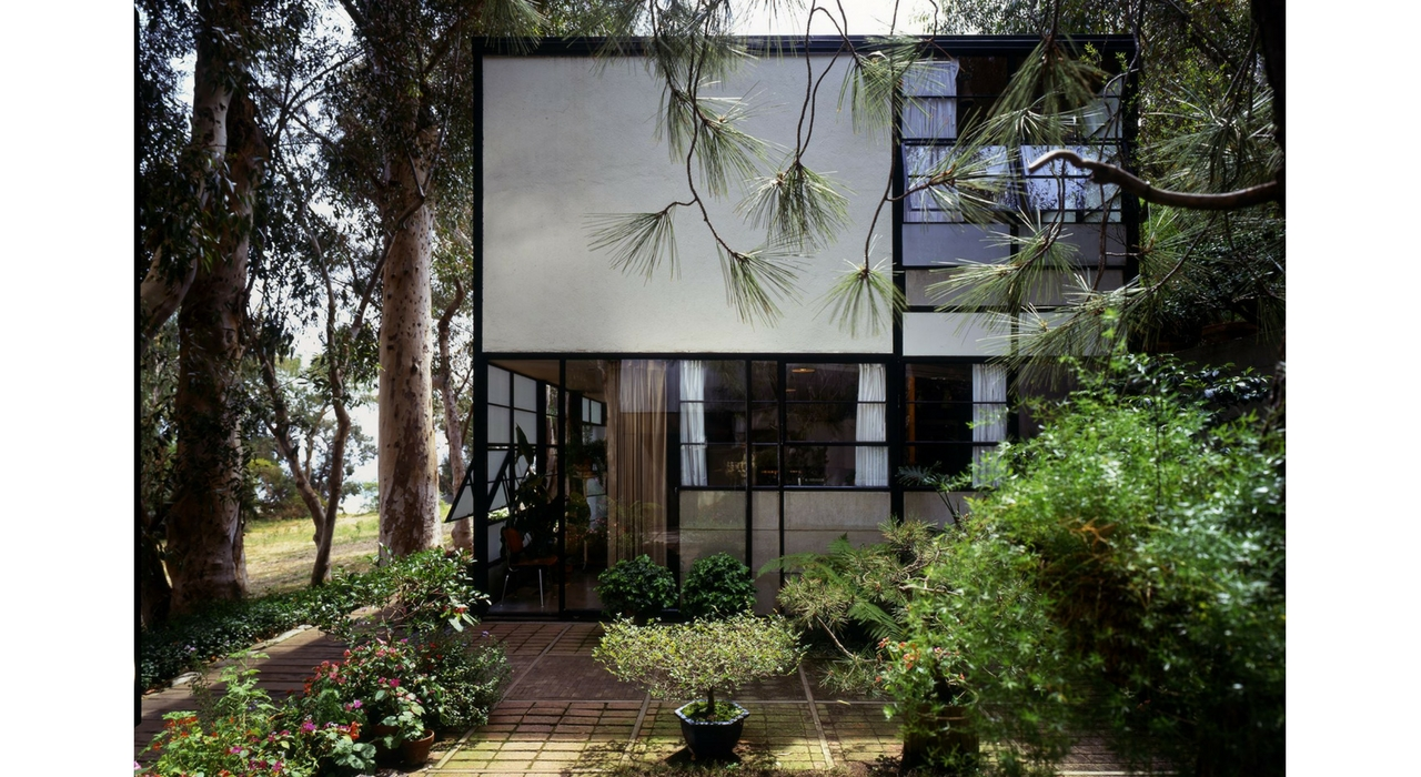An Eames Celebration. Eames House, exterior view. ©Eames Office LLC. Foto: Timothy Street Porter