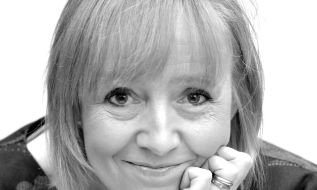 Helen Pilcher dejó la pipeta para divulgar la ciencia con humor