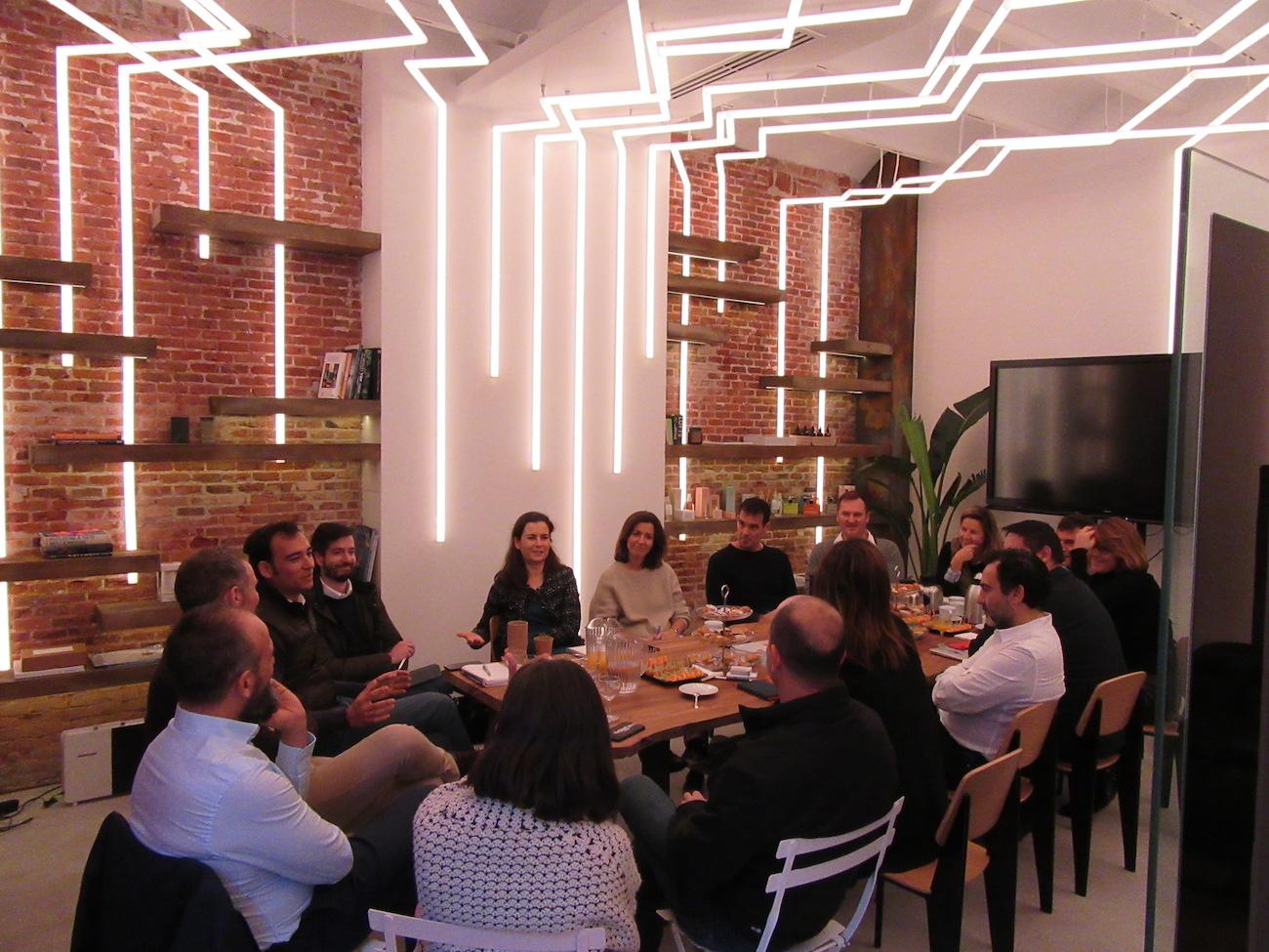 Reunión de trabajo en la Sala Bovedillas en LOOM