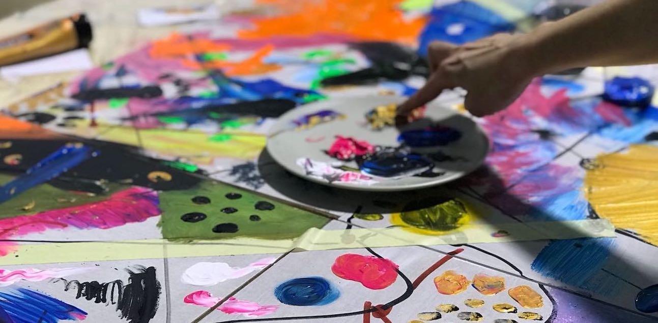 Fomentando la creatividad en uno de los talleres en LOOM House