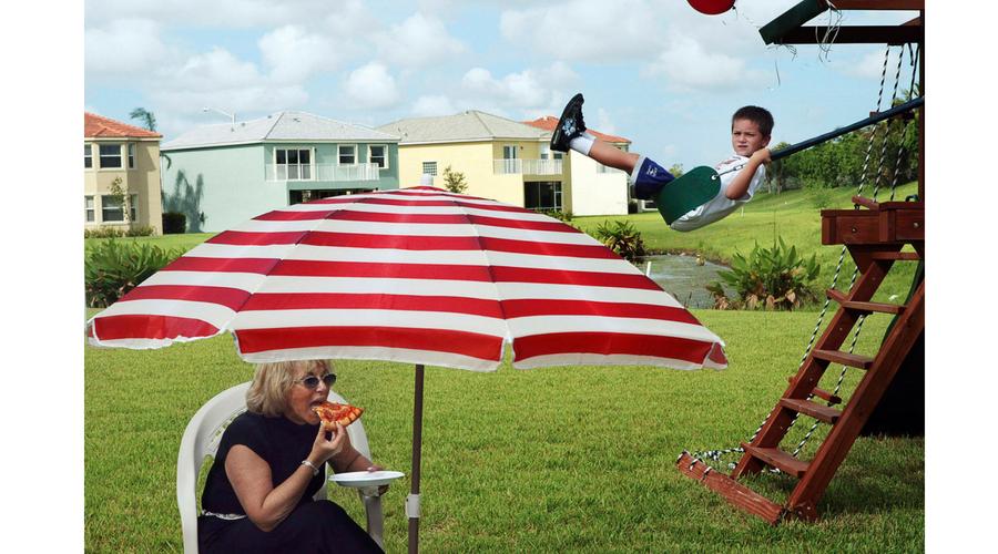Carolyn Drake de la Agencia Magnum. Florida. Fiesta de cumpleaños en Olympia, una comunidad  cerrada, 2005