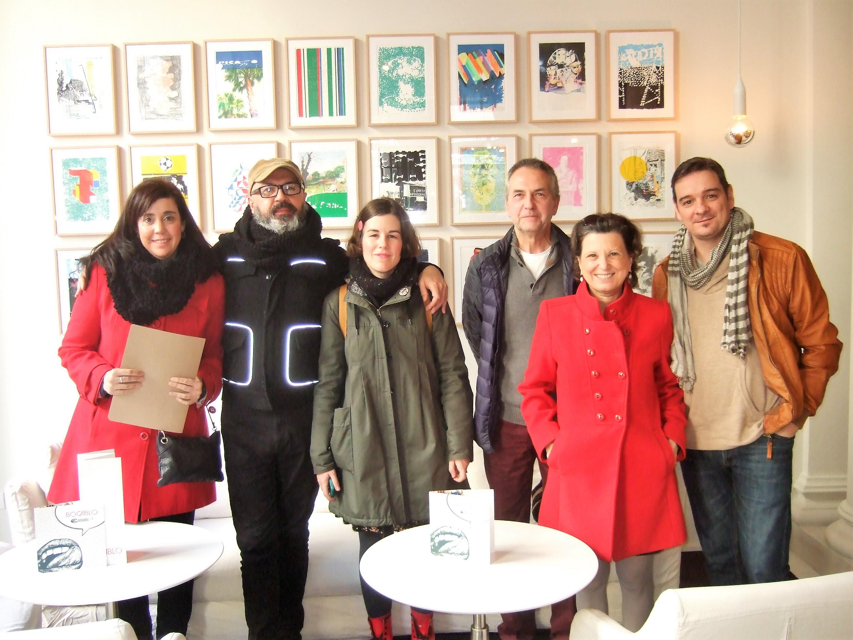 Consuelo Altable con algunos de los autores que publica en Eirene Editorial