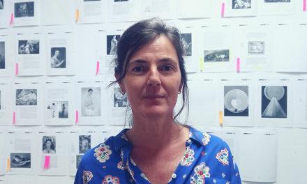 La artista María Gimeno completa la obra culmen de Gombrich