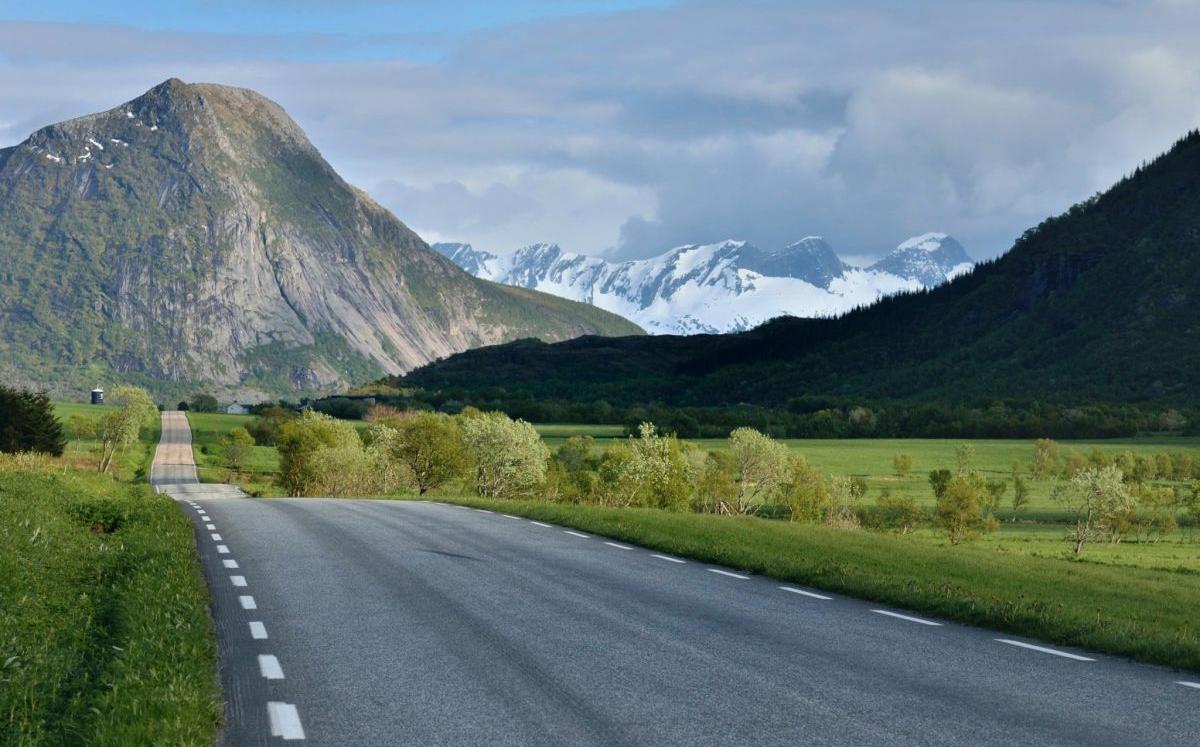 National Tourist Route Helgelandskysten. Foto de Jarle Waehler