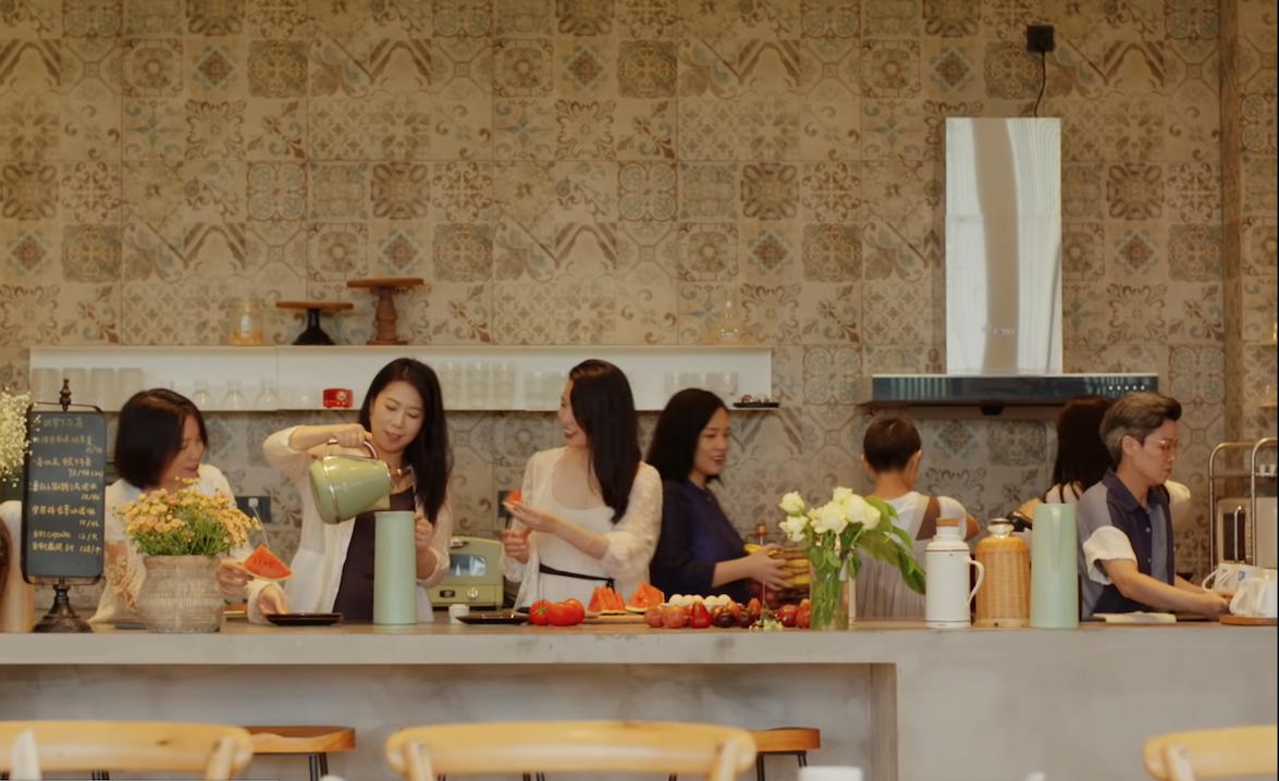 """""""Nuevas viviendas para nuevos tiempos."""" Residencia entre amigas al sur de China. Youtube/YitiaoTV"""