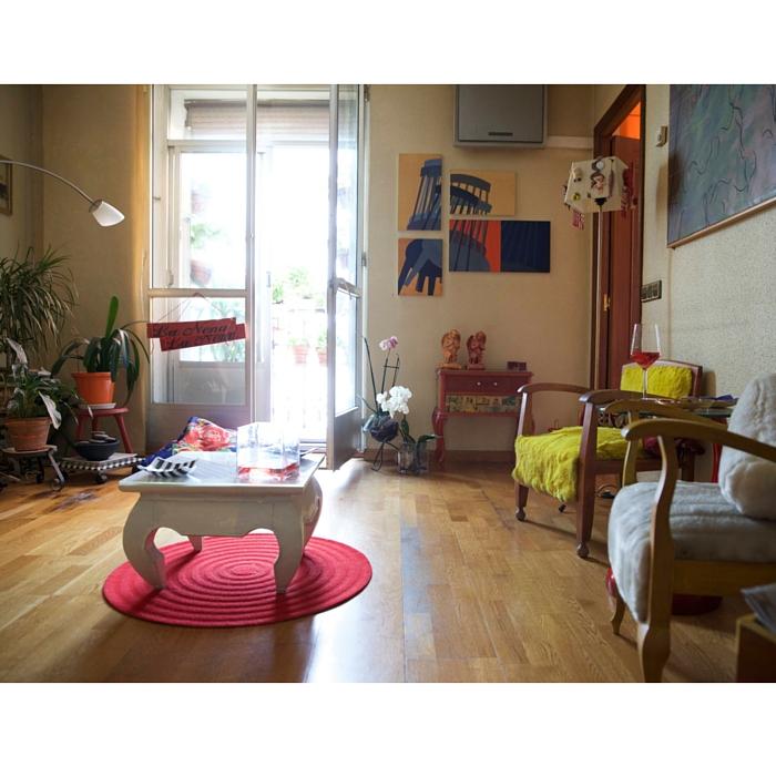 En el apartamento de Myrna