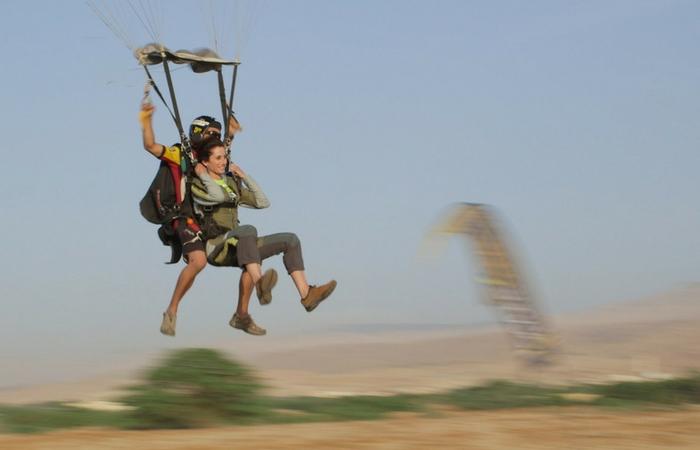 Practicando el paracaidismo en Jordania