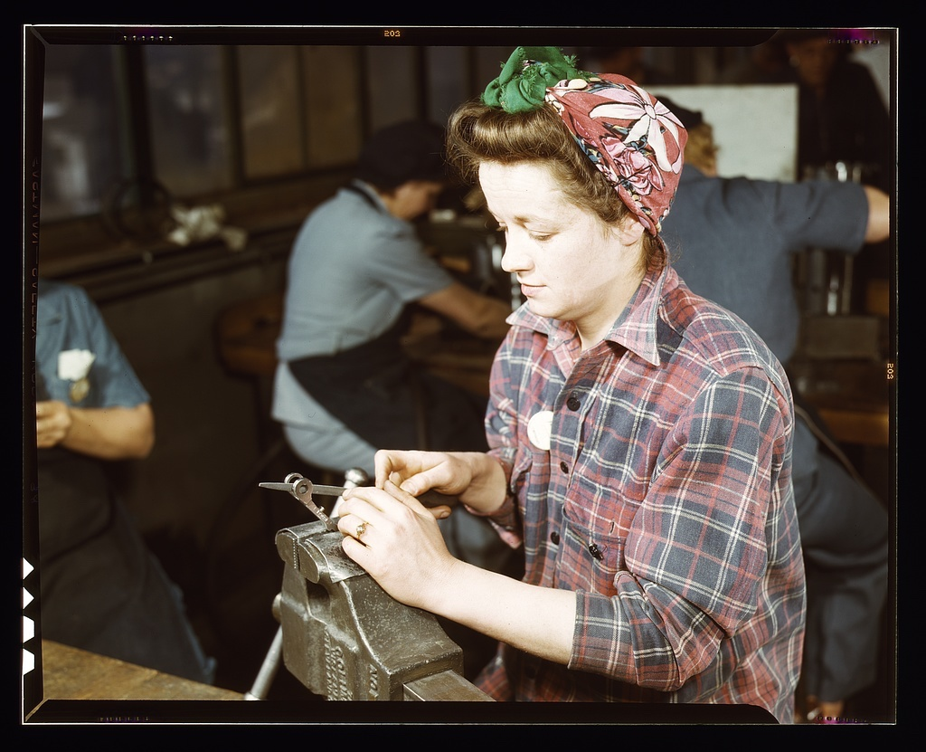 trabajadora en Vilter Co., Milwaukee, EE.UU, 1943. Foto: Howard R. Hollem ©Library Congress-Wikimedia Commons