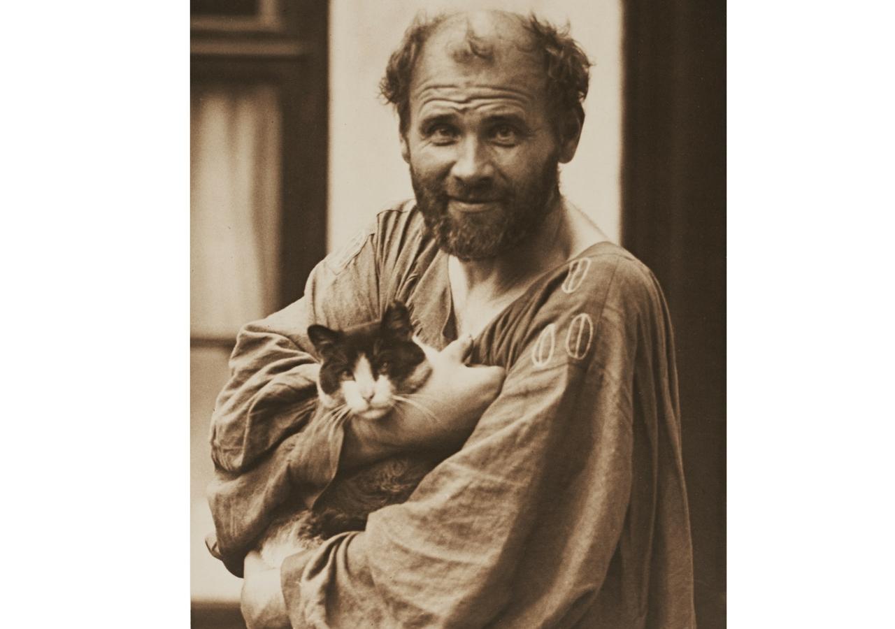 © Moritz Nähr: Gustav Klimt con un gato (1912), Leopold Privatsammlung
