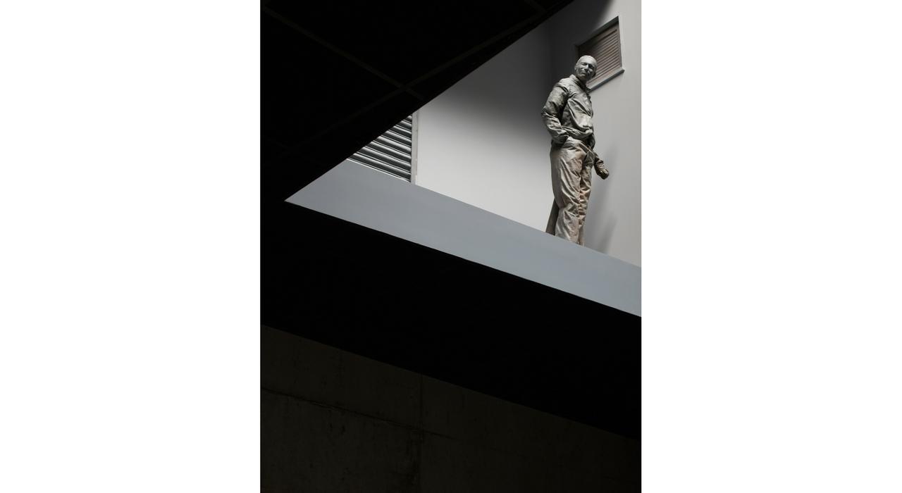 Detalle de la instalación Double Bind (2001) del artista Juan Muñoz en proyecto PLANTA, Fundació Sorigué. Foto: cortesía Estate de Juan Muñoz