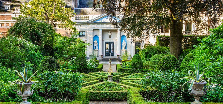 Museum Van Loon. Foto: Peter Kooijman - Keizersgracht. Foto: John Lewis Marshall.- Droog-Fairy Tale Garden - Amsterdam Open Garden Days 2018