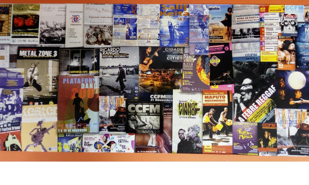 carteles de conciertos en el Centro Cultural Franco-Mozambicano
