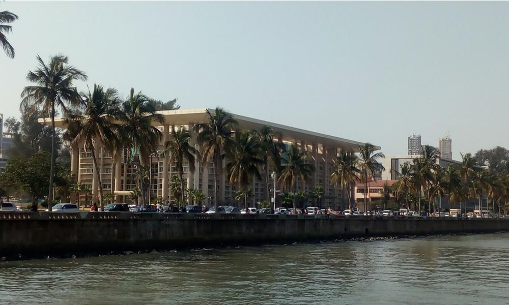 muelle frente al río en Maputo