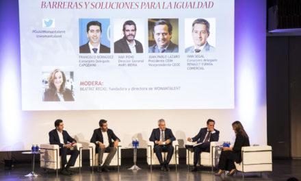 Hombres líderes empresariales contra el statu quo