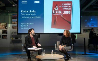 Elvira Lindo: «Los hombres no van a perder sus hormonas masculinas por leer libros de mujeres»