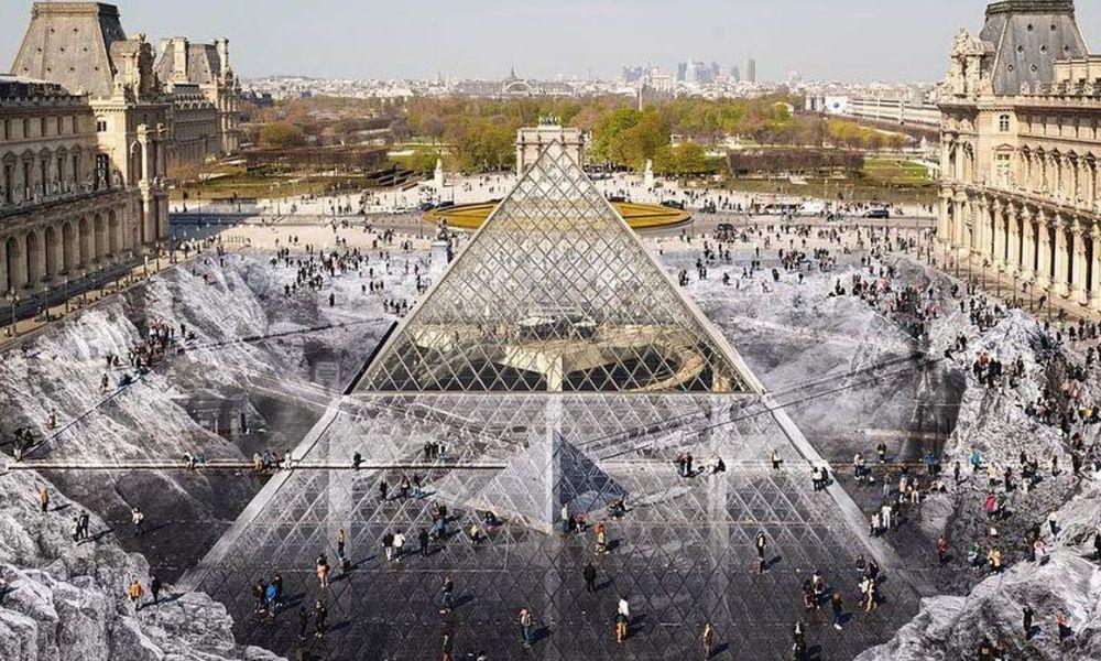 La ilusión óptica realizada con 400 voluntarios para celebrar el 30 aniversario de la pirámide del Louvre