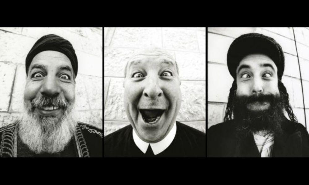 """proyecto """"Face to Face"""" retratos sobre el muro divisorio del lado palestino en Belén,  2007"""