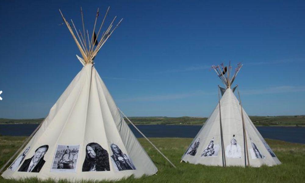 """InsideOut - """"We still exist"""", indios en el norte de Dakota que reclaman su reconocimiento social, 2011."""
