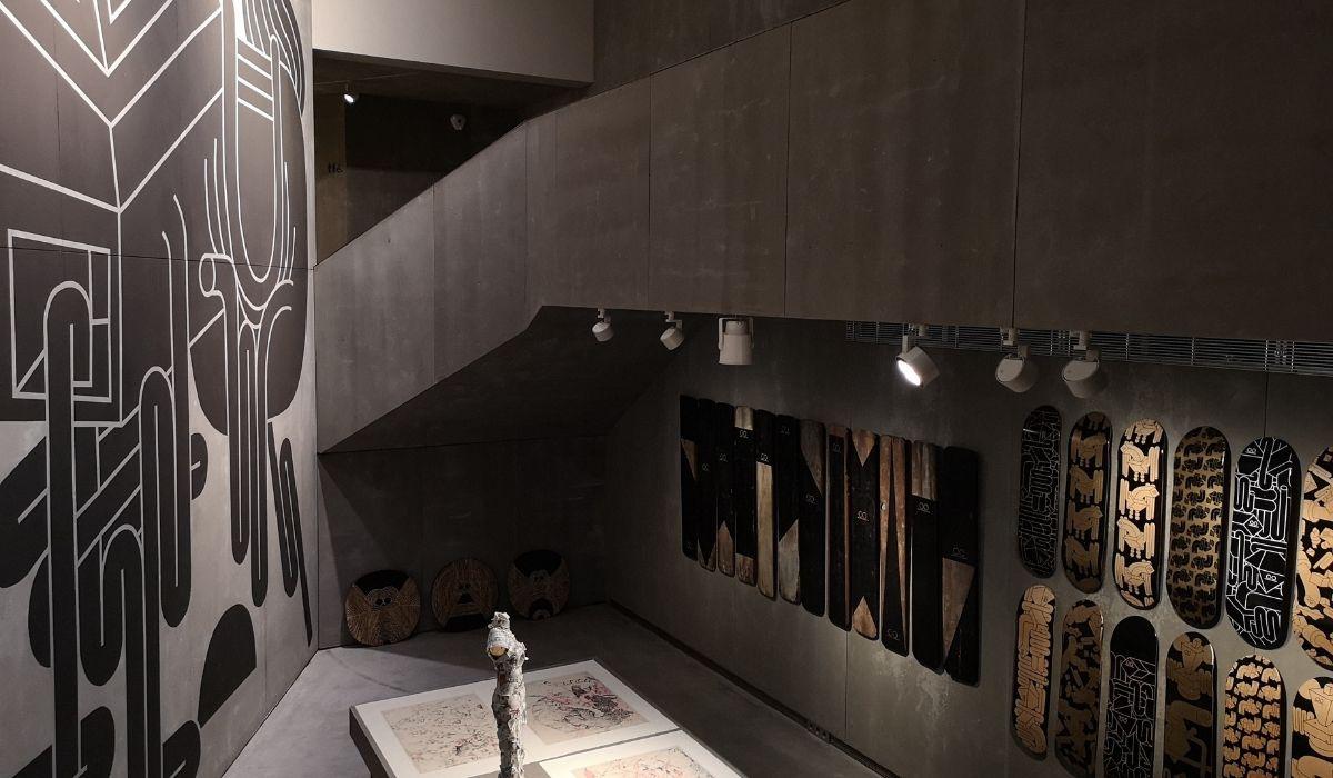 Espacio SOLO con obra del escultor Juan Miguel Quiñones Garcia y del ceramista Li Xiaofeng